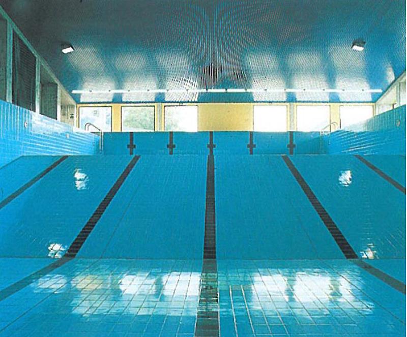 Construcci n e instalaci n de pistas de p del for Suministros para piscinas