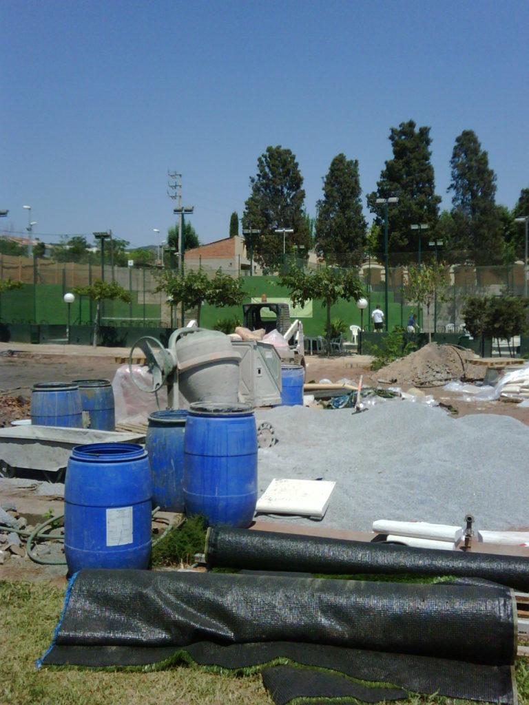 Construcci n e instalaci n de pistas de p del for Piscina masnou